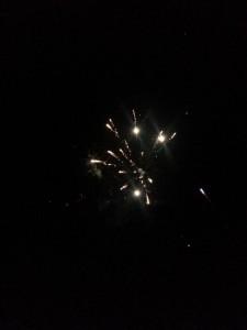 Feuerwerk einiger Russen am Strand