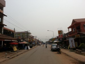 Vang Vieng Hauptstraße bei Tag