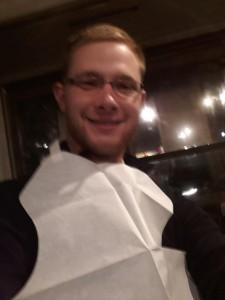 Abendessen mit Papierlätzchen für den Jan :)