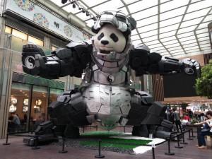 Iron Panda - da der Panda sich wie Ironman vor dem Aussterben verteidigen muss