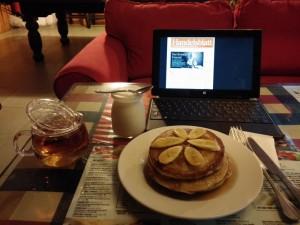 Gemütliches Frühstück im Hostel