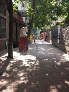 Die Straße, in der das Hostel liegt