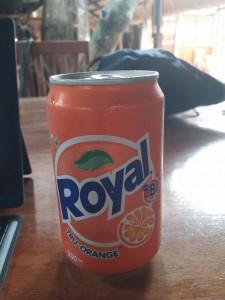 Royal - sieht aus wie Fanta, schmeckt wie Fanta gab es aber schon 19 Jahre vor Fanta