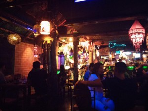 Abends in einer Bar