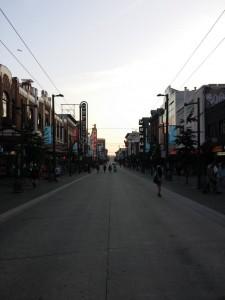 Granville Street in der Dämmerung