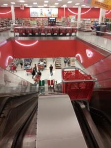 Einkaufswagen Rolltreppe