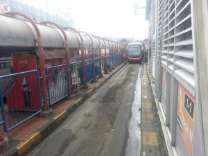 Transjakarta Bus in der Station