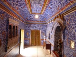 Zimmer mit Wasserkühlung (läuft an der linken Wand hinab)