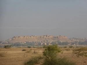 Die Festung von Jaisalmer aus der Ferne