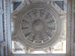 Im Tempel in Ranakpur (Decke)