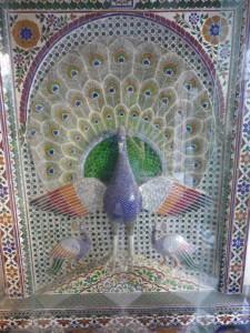 Pfauen Statuen/Bilder gefertigt aus einzelnen Glasteilen