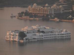 Das Taj Lake Palace Hotel (bekannt aus James Bony Octopussy)