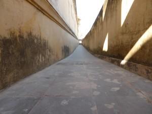 Lange Gänge im Fort Amer