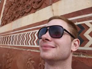 Mit Brille vom Guide und Spiegelung des Taj in den Gläsern