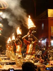 Die Ganga Aarti Zeremonie in Varanasi