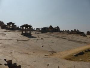 Hampi - Felsen und Tempel