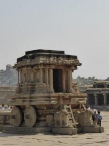 Garuda-Schrein als steinerner Tempelwagen