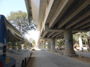 Straße und Metro - so wirds bald an vielen Stellen in Bangalore aussehen