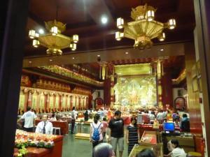 Im Inneren des Buddha Tooth Relic Tempel