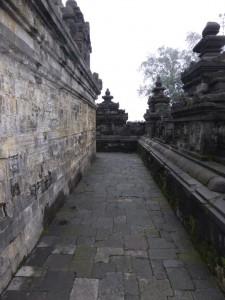 Auf dem Borobudur Tempel