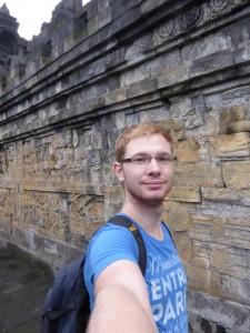 Ich, müde, auf dem Borobudur Tempel