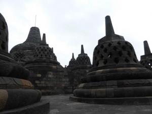 Weit oben auf dem Borobudur tempel