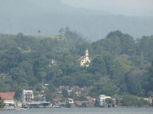 Wie in den Alpen - mit einer Kapelle am See