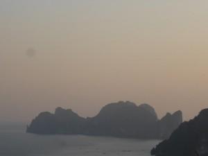 Maya Bay aus der Ferne betrachtet