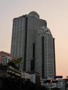 Der State Tower von unten