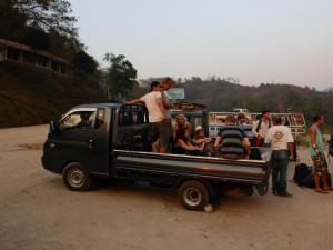Transport zum Guesthouse in Pakbegn