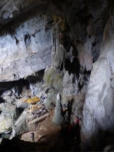 Die Höhle - natürlich mit Tempel