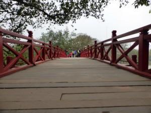 Brücke zum Ngoc Son Temple