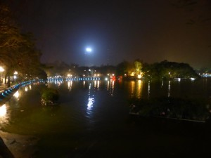 Hoan Kiem See bei Nacht