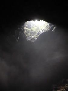 Das Loch in der Höhlendecke