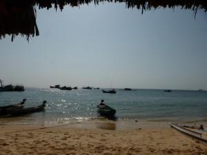 Strand, Meer und Fischerboote