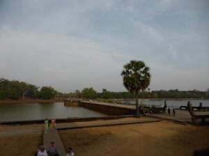 Die Brücke nach Angkor Wat (mind. 170m lang)
