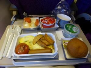 Frühstück im Flugzeug (viel zu früh)