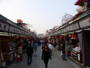 Auf dem Weg zum Senso-ji Tempels