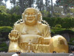 Goldener Buddha im Tempel
