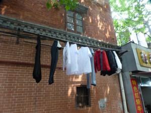 In Xintiandi hängt die Wäsche noch auf der Straße