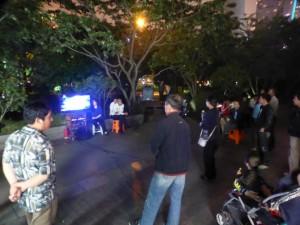 Auf dem Heimweg: Öffentliches Karaoke im Park