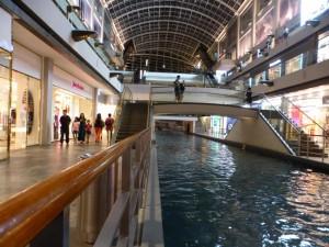 Zum dritten Mal dort und erst jetzt entdecke ich den Kanal und See in der Mall