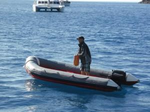 Unser Kapitän auf dem Beiboot