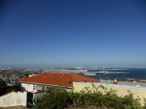 Blick auf den Hafen und das Meer in San Pedro